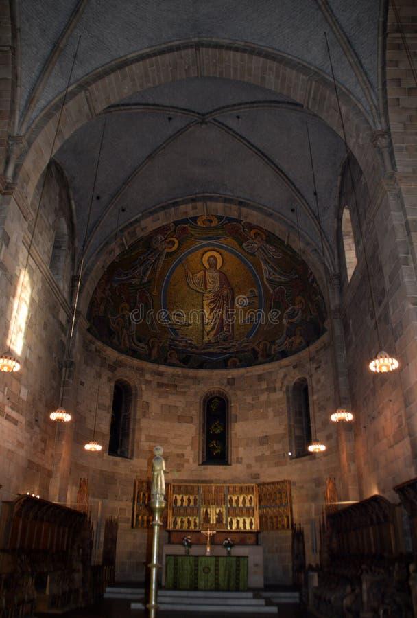 Lund Sverige 7 November 2018 Altaret och absid i den Lund domkyrkan arkivfoton