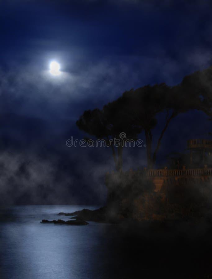Lune au-dessus de la mer image stock