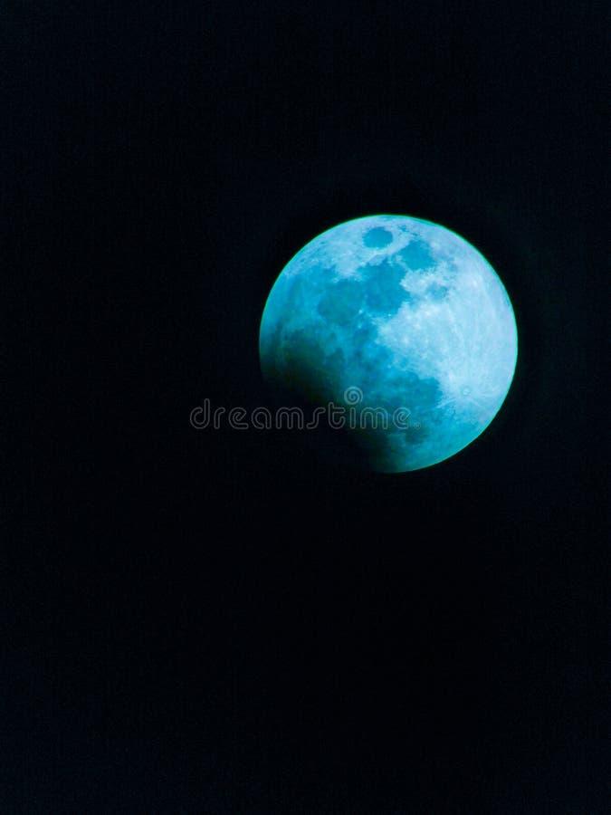 Lune bleue dans le ciel images libres de droits