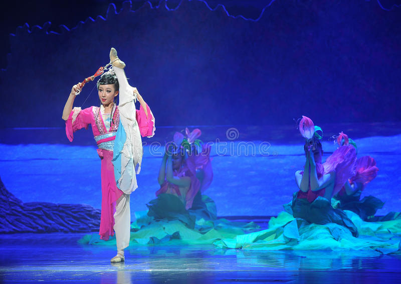 Lune de ballet de fille-Hui de Han au-dessus de Helan images libres de droits