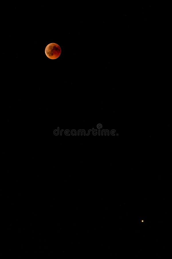 Lune ensanglantée et Mars image libre de droits