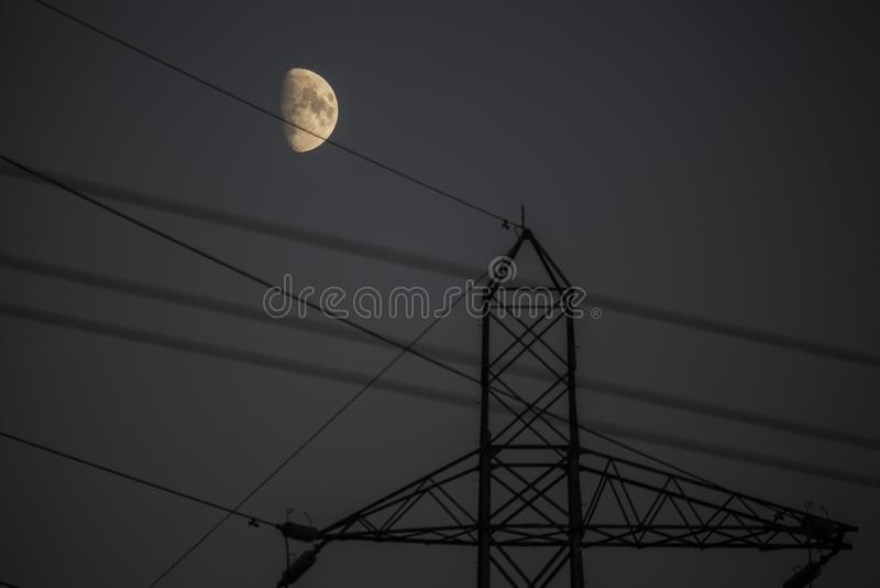 Lune et pylône photo stock