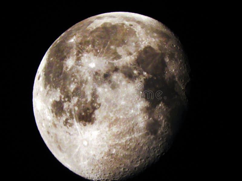 Lune gibbbeuse de affaiblissement après une lune méga images libres de droits