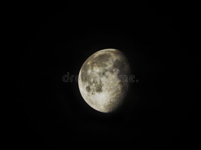 Lune gibbbeuse de affaiblissement 88 pour cent d'évidente photo stock