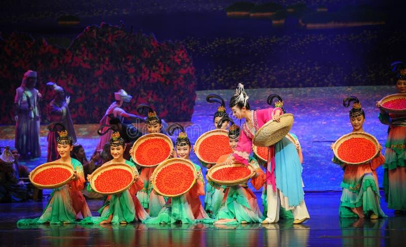 Lune sèche de ballet de wolfberrys-Hui au-dessus de Helan photos stock