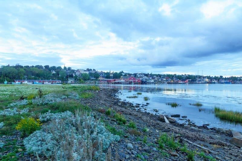 Lunenburg江边和港的日落视图  免版税库存照片