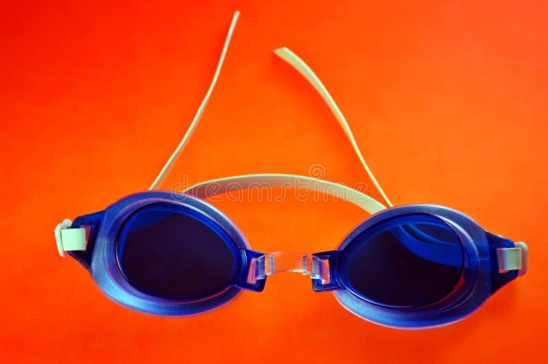 Lunettes bleues de natation photos stock