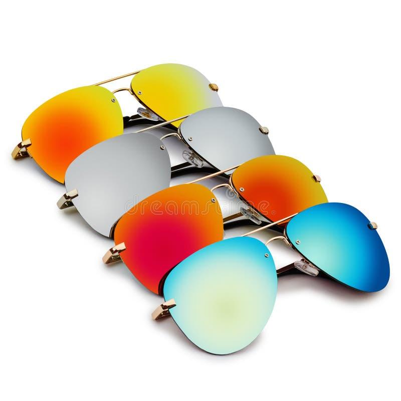 lunettes de soleil d'isolement par fond blanches photographie stock libre de droits