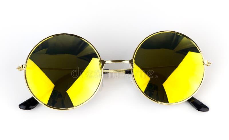 Lunettes de soleil jaunes d'ombre d'isolement image stock