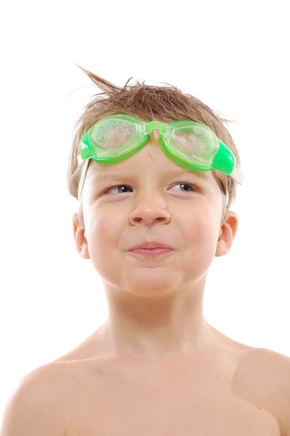 Lunettes s'usantes de natation de garçon images libres de droits