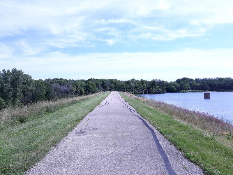 Lunga strada avanti Un percorso d'escursione senza fine immagine stock libera da diritti