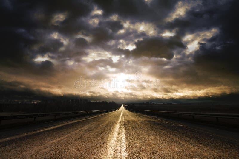 Lungo alba della strada principale immagini stock