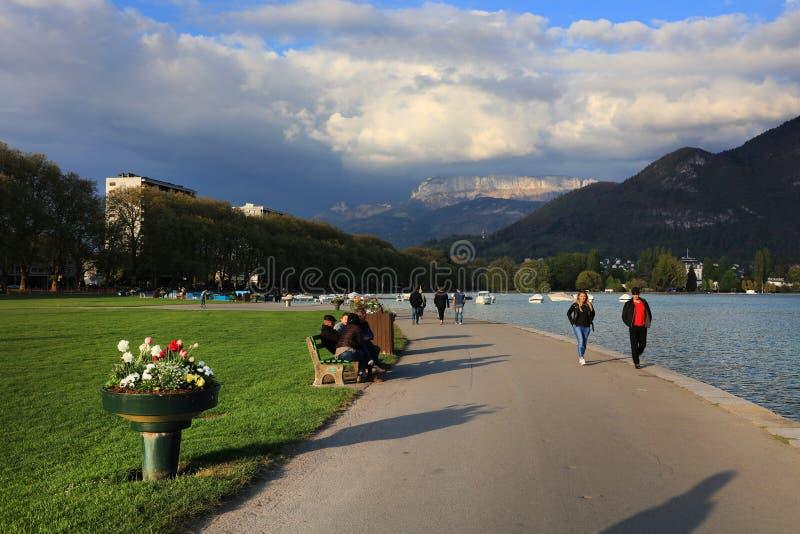 Lungolago in Annecy, Haute Savoie, Frankrijk stock afbeeldingen