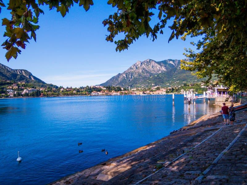Lungolario Isonzo, Lecco, Lago de Como, Italia fotografía de archivo libre de regalías