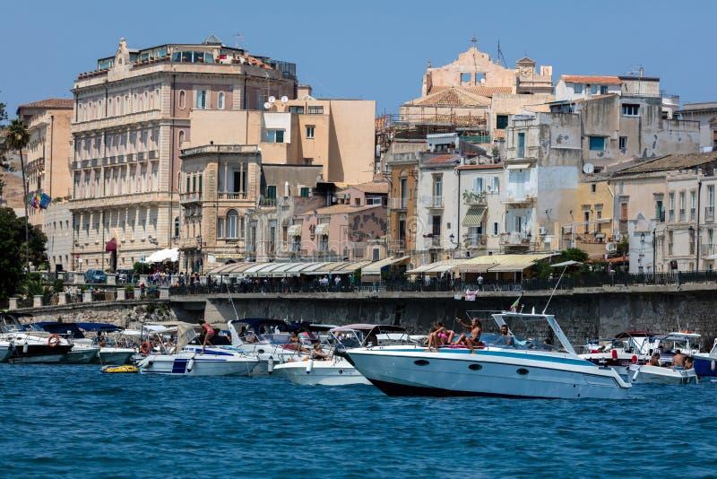 Lungomare dell'isola di Ortigia in Sicilia, Italia immagine stock libera da diritti