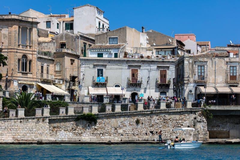 Lungomare dell'isola di Ortigia in Sicilia, Italia immagine stock