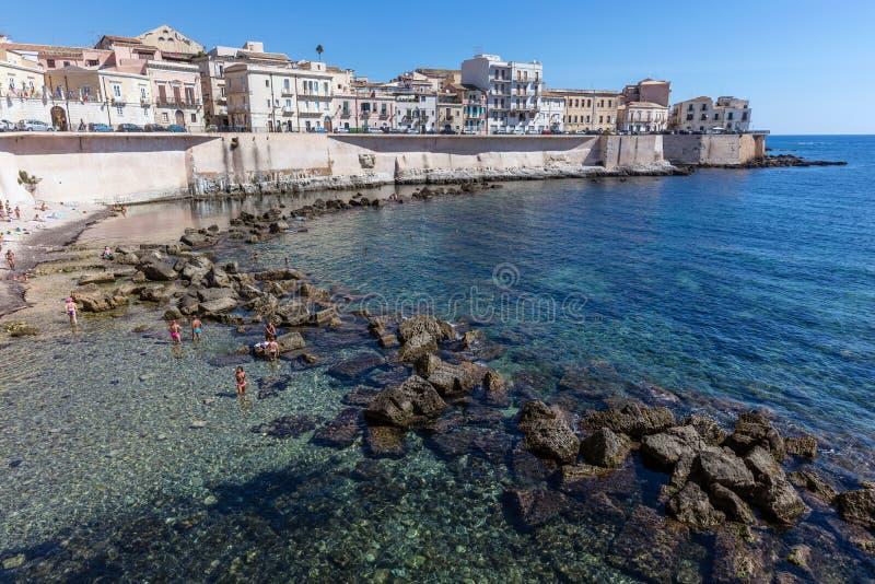 Lungomare dell'isola di Ortigia in Sicilia, Italia immagini stock