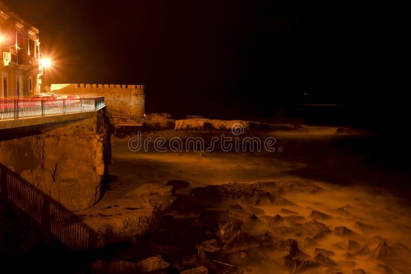 Lungomare di Siracusa alla notte fotografia stock