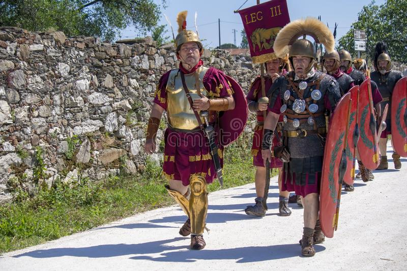 """LUNI, MASSA †de CARRARA, ITÁLIA """"2 DE JUNHO DE 2019: Evento da comunidade, reenactment antigo de Roma perto de Portus Lunae, ge imagens de stock"""