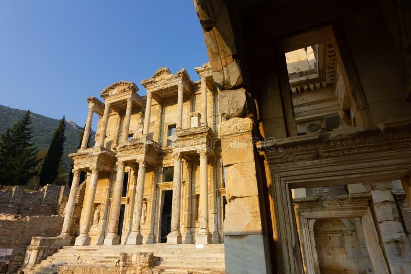 Luoghi pubblici una biblioteca di ephesus del patrimonio mondiale nella città storica della Turchia immagine stock libera da diritti