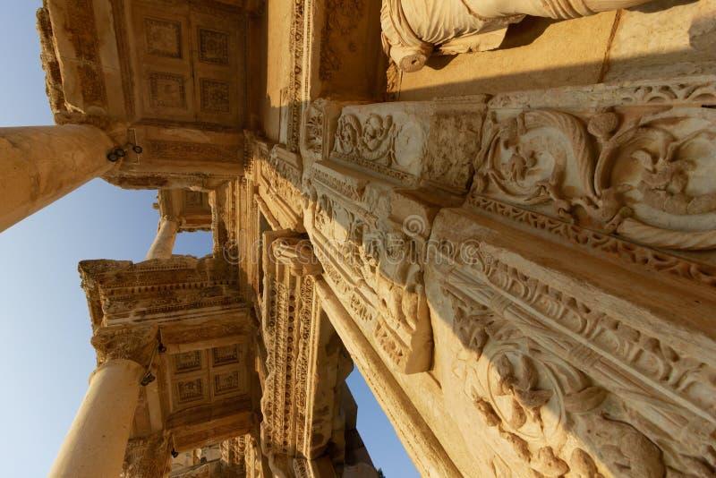 Luoghi pubblici una biblioteca di ephesus del patrimonio mondiale nella città storica della Turchia fotografia stock libera da diritti