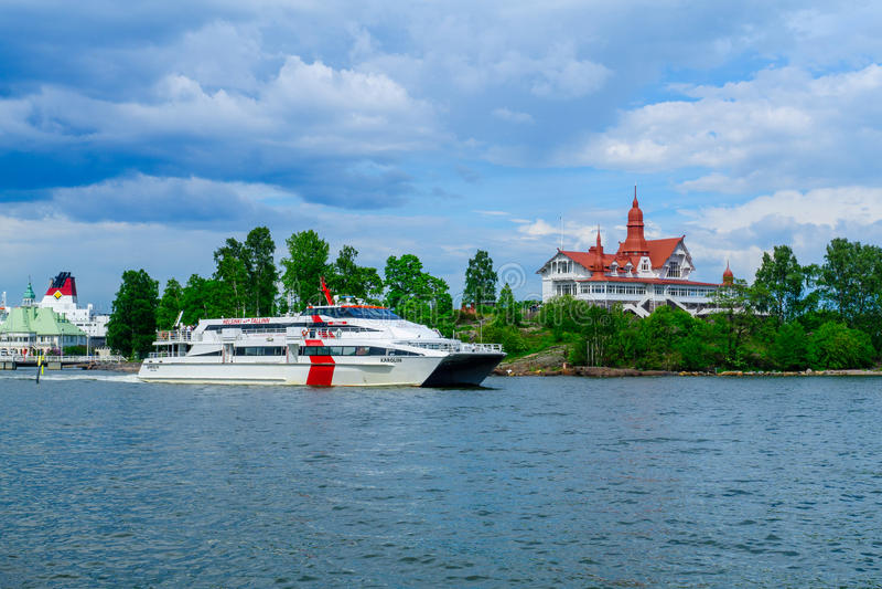 Luoto ö och färjor, i Helsingfors royaltyfria bilder