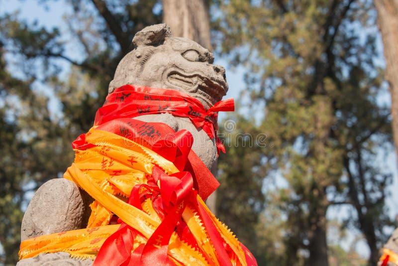 LUOYANG, CHINA - 14 NOV. 2014: Standbeeld bij Guanlin-Tempel beroemd stock foto