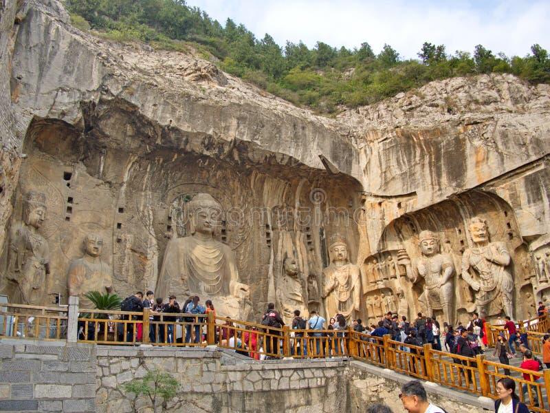 Luoyang Longmen grottor bruten Buddha och de stengrottorna och skulpturerna i de Longmen grottorna i Luoyang, Kina Taget in royaltyfri fotografi