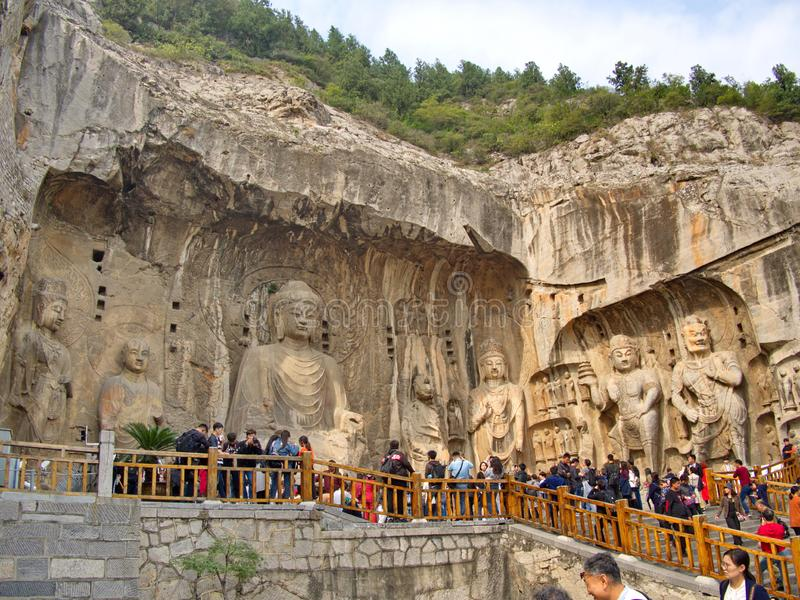 Luoyang Longmen groty łamany Buddha i dryluje jaskiniowego i rzeźby w Longmen grotach w Luoyang, Chiny Brać wewnątrz fotografia royalty free
