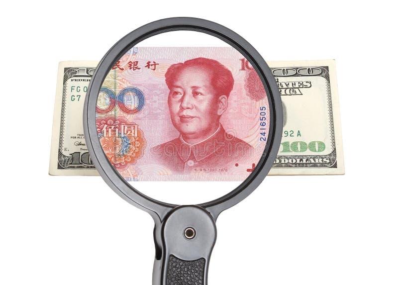 Lupa, dólar y yuan chino imágenes de archivo libres de regalías