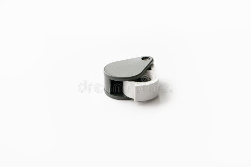 A lupa para diamantes ou vê o amuleto isolado em um fundo branco imagens de stock