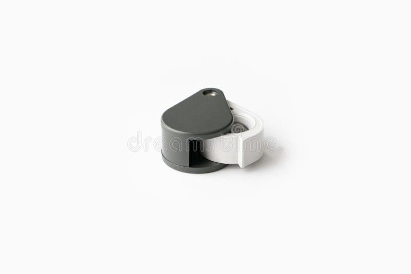 A lupa para diamantes ou vê o amuleto isolado em um fundo branco imagem de stock royalty free