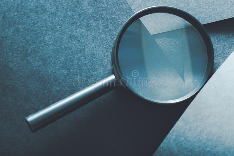 Lupenvergleichs-Einschätzungsanalyse stockbilder