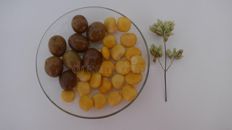 Lupinebönor, Lupinusalbus, tremocos royaltyfri foto