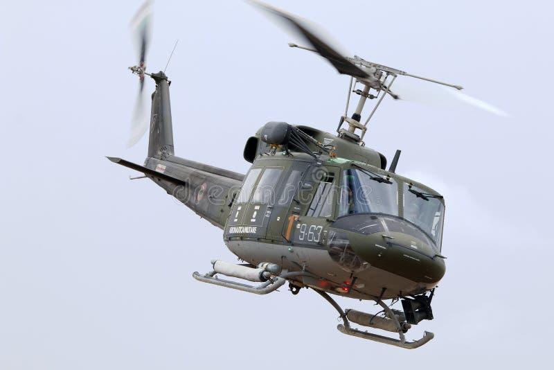 LUQA,马耳他2014年9月26日:意大利空军进行示范的阿古斯塔AB-212AM 库存照片