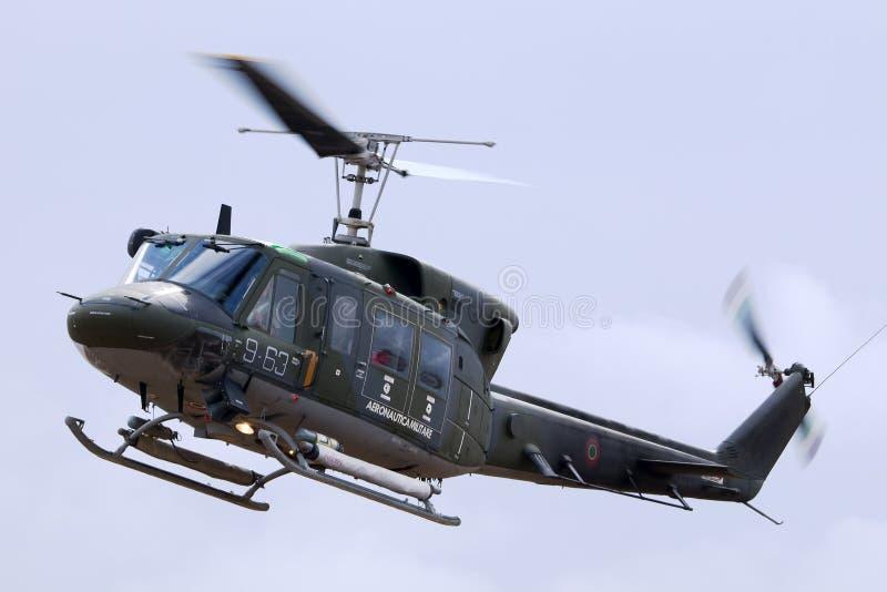 LUQA,马耳他2014年9月26日:意大利空军进行示范的阿古斯塔AB-212AM 库存图片