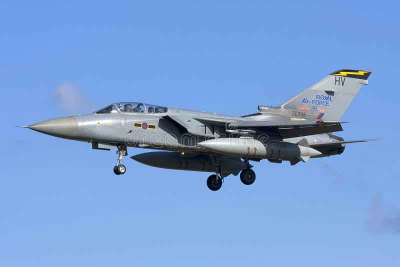 Luqa,马耳他2008年11月7日:皇家空军龙卷风着陆 库存图片