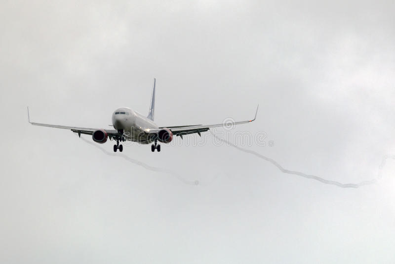 Luqa, Malta 5 April 2015: SAS Boeing die 737 in de middag landen stock foto
