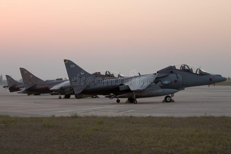Luqa, Malta 22 de julho de 2007: 3 RAF Harriers estacionado no avental 4 fotos de stock royalty free