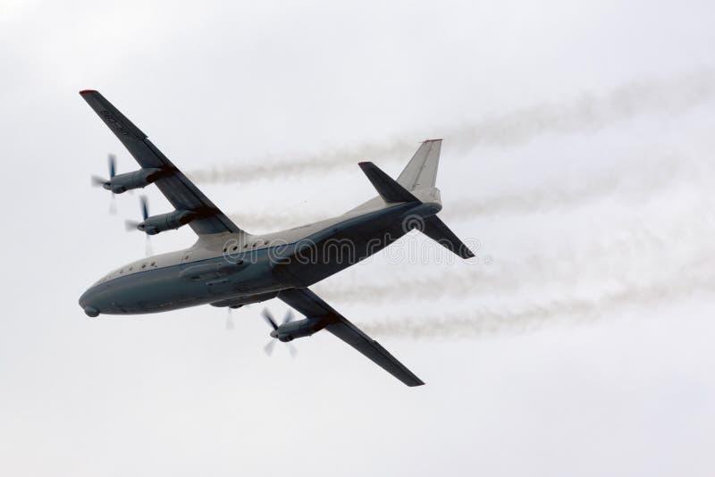 Luqa, Malta 24 de outubro de 2015: Escalada An-12 fotos de stock