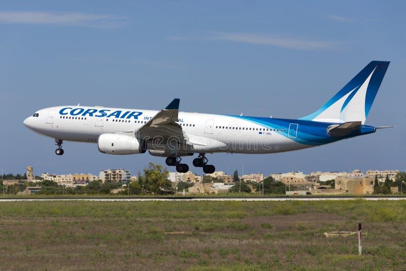Luqa, Malta - 10 de septiembre de 2015: Corsario A330 foto de archivo