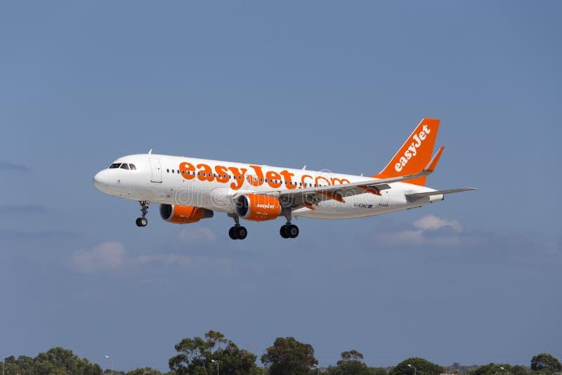 Luqa, Malta - 10 de setembro de 2015: Easyjet A320 imagens de stock royalty free