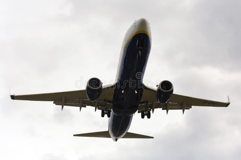 Luqa Malta, 9 2014 Grudzień: Ryanair 737 ląduje 31 zdjęcie royalty free