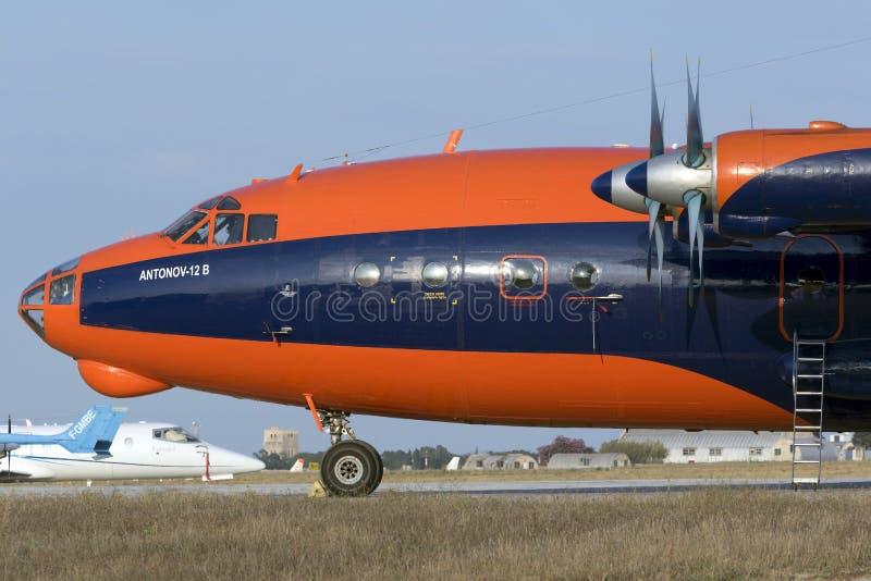Luqa Malta, o 30 de junho de 2015: Antonov 12 no avental 4 imagens de stock