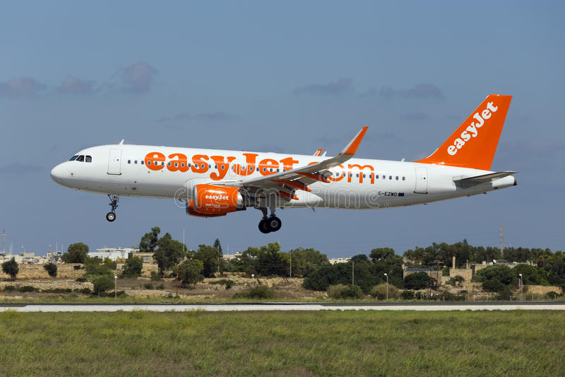 Luqa, Malta - 10. September 2015: Easyjet A320 lizenzfreie stockfotos