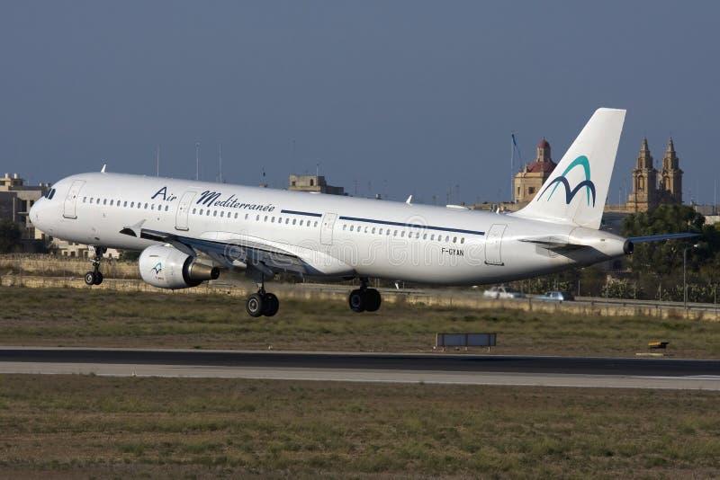 Luqa Malta - 21 September 2008: A321 på finaler arkivbilder