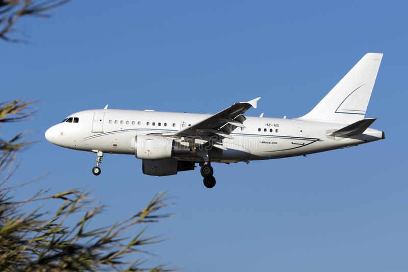 Luqa Malta - 22 September 2015: Privat A318 fotografering för bildbyråer