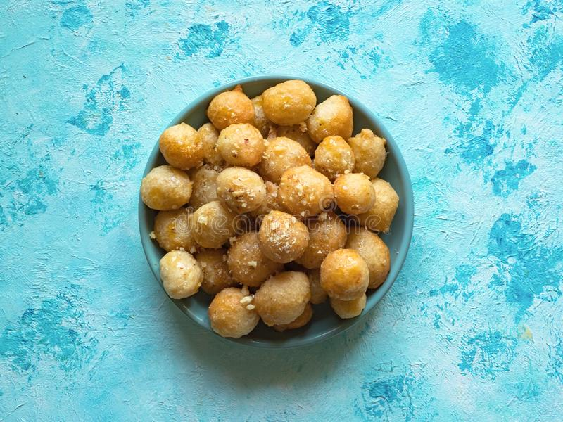 Luqaimat - bolas de masa hervida dulces ?rabes tradicionales Comida dulce del Ramad?n imágenes de archivo libres de regalías
