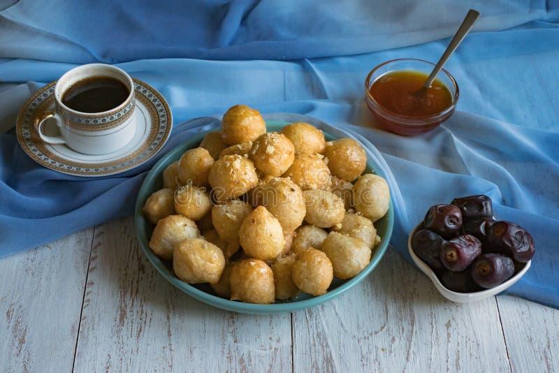 Luqaimat - bolas de masa hervida dulces ?rabes tradicionales Comida dulce del Ramad?n foto de archivo