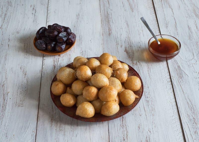 Luqaimat - bolas de masa hervida dulces tradicionales de los UAE foto de archivo libre de regalías